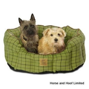 house of paws green tweed oval snuggle bed for dogs. Black Bedroom Furniture Sets. Home Design Ideas